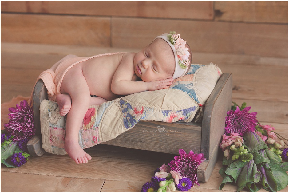 houston-newborn-with-flowers